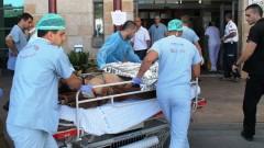 """פצוע מועבר לטיפול בבית החולים """"זיו"""" ב-2013 (צילום: חנה ביקל)"""